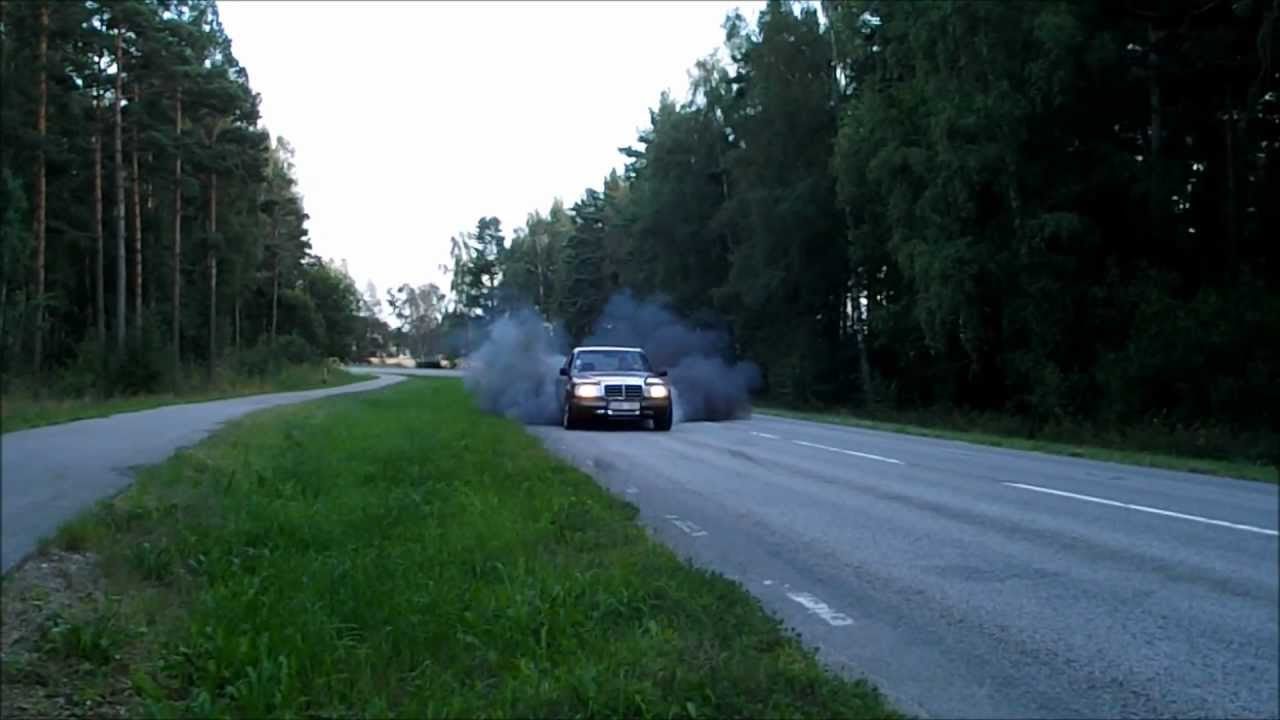 Elias mercedes 300d burnout superpump dieselmeken youtube for Mercedes benz genuine polar white touch up paint code 149