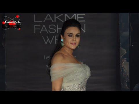 Preity Zinta As Showstopper For Farah Khan & Falguni Shane Peacock At LFW Winter Festive 2017 Day 3