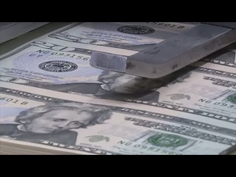 Ecuador fiscal deficit threatens dollarization