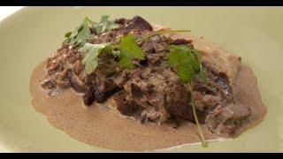 Говяжий язык с пюре из жареного картофеля и грибным соусом | Субпродукты