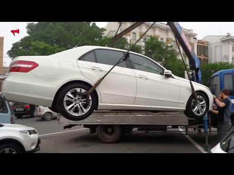 Mercedes и еще 4 авто эвакуировали с Семеновской