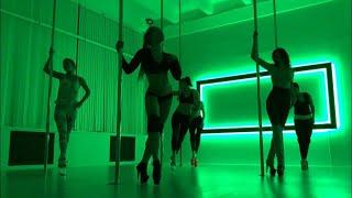 Видео небольшая связка с урока Pole Exotic, ученики Анны Кишениной