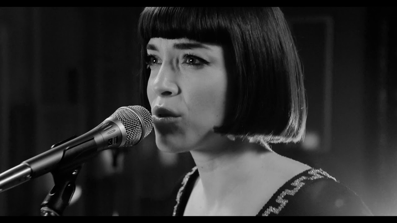 Download Elise LeGrow - Who Do You Love (Live Acoustic)