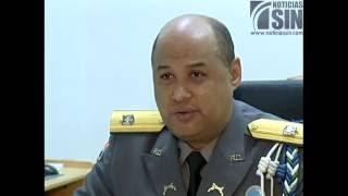 Policías sacan del Palacio de Justicia de SFM agente acusado de homicidio