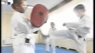 Наташа учится каратэ.avi(Фрагмент телепередачи