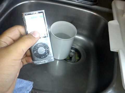 Tutorial: Tiempo que debes dejar tu iPod en arroz para que reviva luego de la Pony Malta que le cayó encima