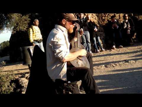 "Barcelona, Parc Güell: ""Walkin' Blues"" (played with a National Steel Guitar)"