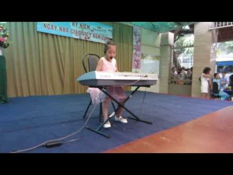 Organ  Thiếu Nhi  - Bé Thanh Tú  Biểu Diễn 21-11-2013