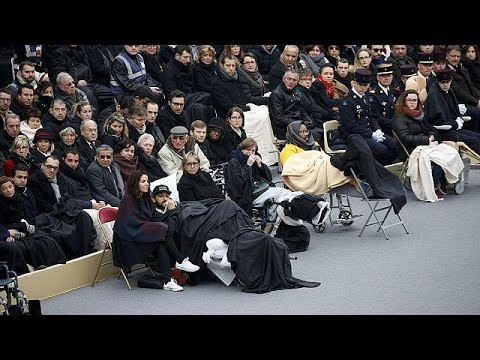 يورو نيوز: لحظات مؤثرة خلال الاعلان عن أسماء ضحايا اعتداءات باريس - no comment