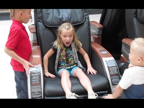 Charmant KIDS HILARIOUS REACTION TO ELECTRIC FULL BODY MASSAGE CHAIRS | DYCHES FAM