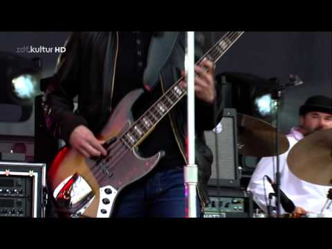 Noel Gallagher`s High Flying Birds - Stranded On The Wrong Beach Live @ Isle of Wight 2012 - HD