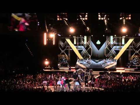 Madonna volvió a provocar al vestir una bandera de Taiwán en China