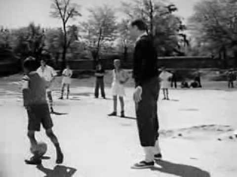 Alfredo Di Stéfano entrenando a los chavales