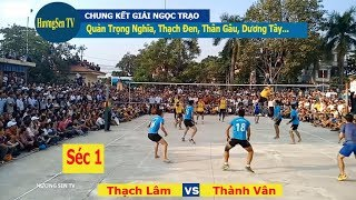 Playing volleyball in VietNamese
