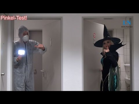 Pinkeln mit einem Halloween-Kostüm – der ultimative Test!