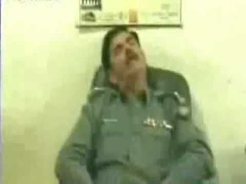 Karachi Police Officer Caught Sleeping - Caught by Express News