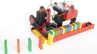 Dominosteine aufstellen mit fischertechnik (à la Matthias Wandel) / domino row building machine