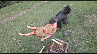 Primitive Life - An ethnic girl seeking wild bamboo by chance meets a forest person