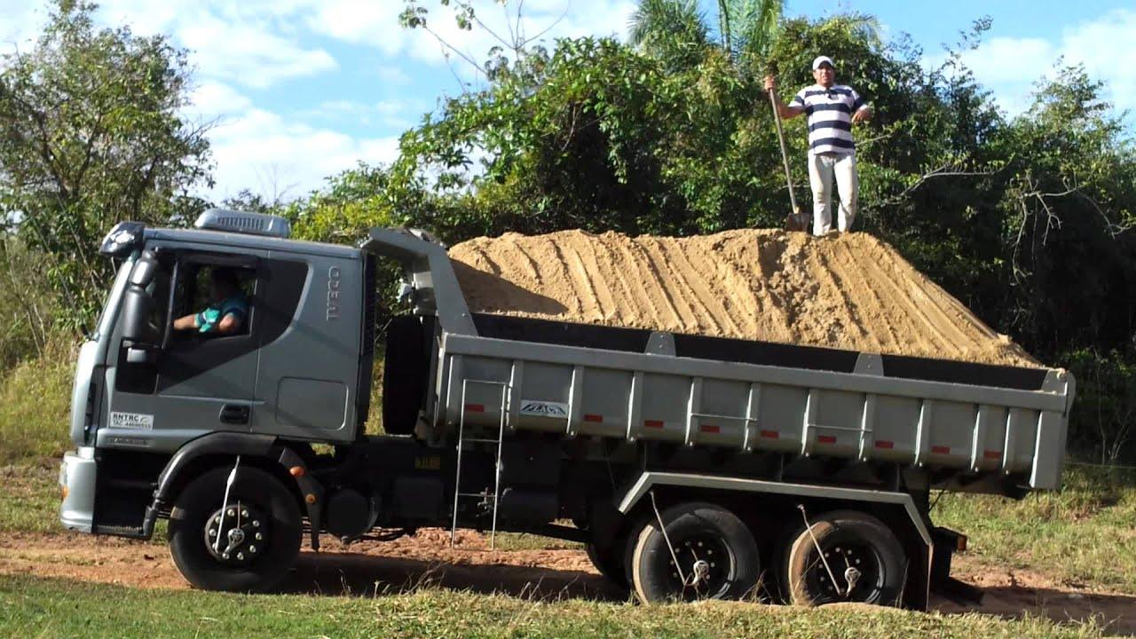 Resultado de imagem para caminhão truck caçamba carregado de terra