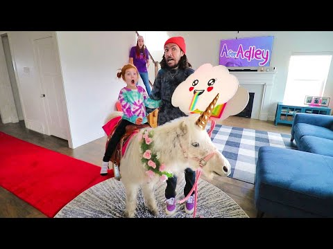 UNICORN inside our HOUSE!?? Surprising Adley with a pet horse & Uni-verse Surprise pretend play toys