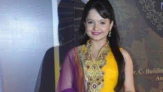 Giaa Manek From Jeannie Aur Juju @ 2013 Boroplus Gold Awards
