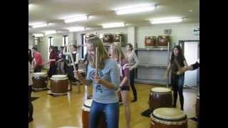 Все о Японии. Урок игры на японских барабанах Тайко Уроки Японского Дарьи Мойнич