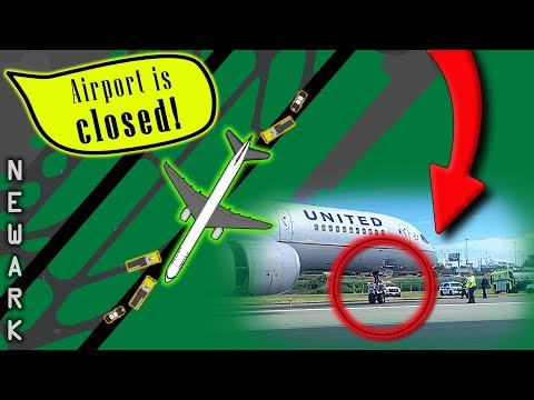 [REAL ATC] United B757 SKIDS OFF RUNWAY after hard landing | Blown Tires!