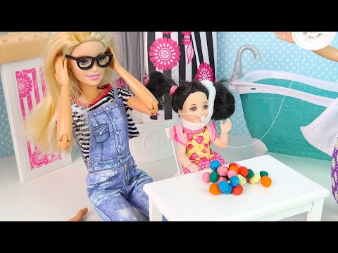 Лиза Лишилась Зуба, Барби Ночует в Шкафу! Мультики Куклы Барби Сериал IkuklaTV