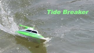 Revell RC boat Tide Breaker FT007 in action