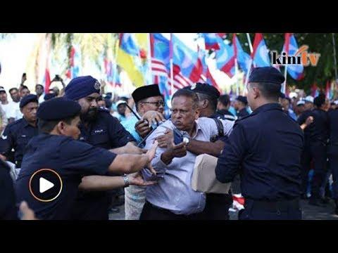 Tegang...calon PKR DUN Rantau bergelut dengan polis
