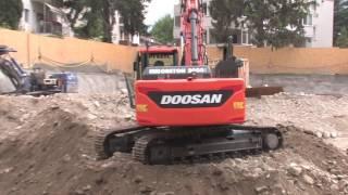 Un escavatore cingolato Doosan DX235NLC-5 al lavoro a Merano per la Eurobeton 2000
