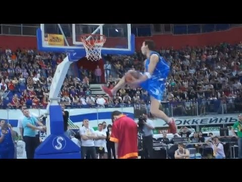"""TFB::Dunks::  6'0"""" SHAL and 6'2"""" SMOOVE Show Out in Russia (Jump over 5 People/Sick Eastbays)"""