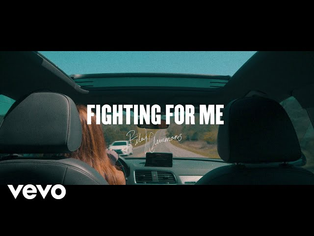 Riley Clemmons – Fighting For Me (Lyric Video)