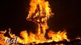 Эстония, Нарва: Нарвский замок, Северный двор в огне(http://www.fact.ee _ Использованная музыка: группа M.O.R.A., 2015-07-02T01:50:19.000Z)