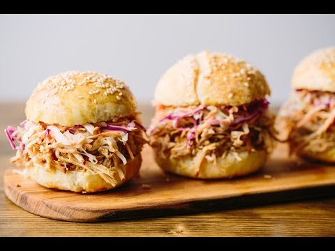 How To Make The Best Slow Cooker Pulled Pork Ever (SO GOOD!)