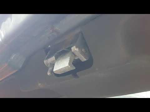 Стук двери багажника ВАЗ 2114.
