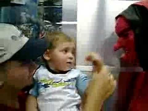 Trailer do filme No Rastro da Bruxa Vermelha