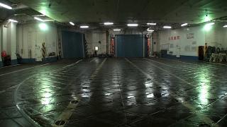 新日本海フェリー ゆうかり車両甲板から新潟港接岸を撮ってみた?