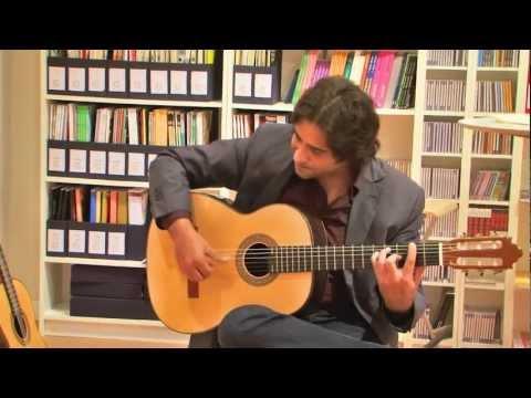 Niño Josele y Vicente Carrillo probando las nuevas guitarras Pasión Flamenco