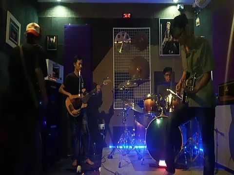 Ngejamz rock and roll teluk bayur.. Litel o band