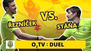 O2 TV Duel: Jan Řezníček a Bronislav Stáňa hrají stolní hokej