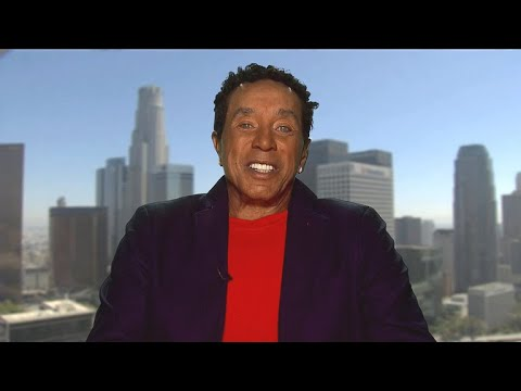 """Smokey Robinson remembers his longtime friend and """"ace,"""" Aretha Franklin"""