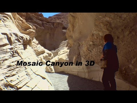 Hiking into Mosaic Canyon in 3D