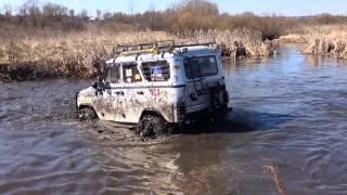 Сергей штурмует реку Суджа. Теперь передом пробивается на другой берег. Заезд №3.