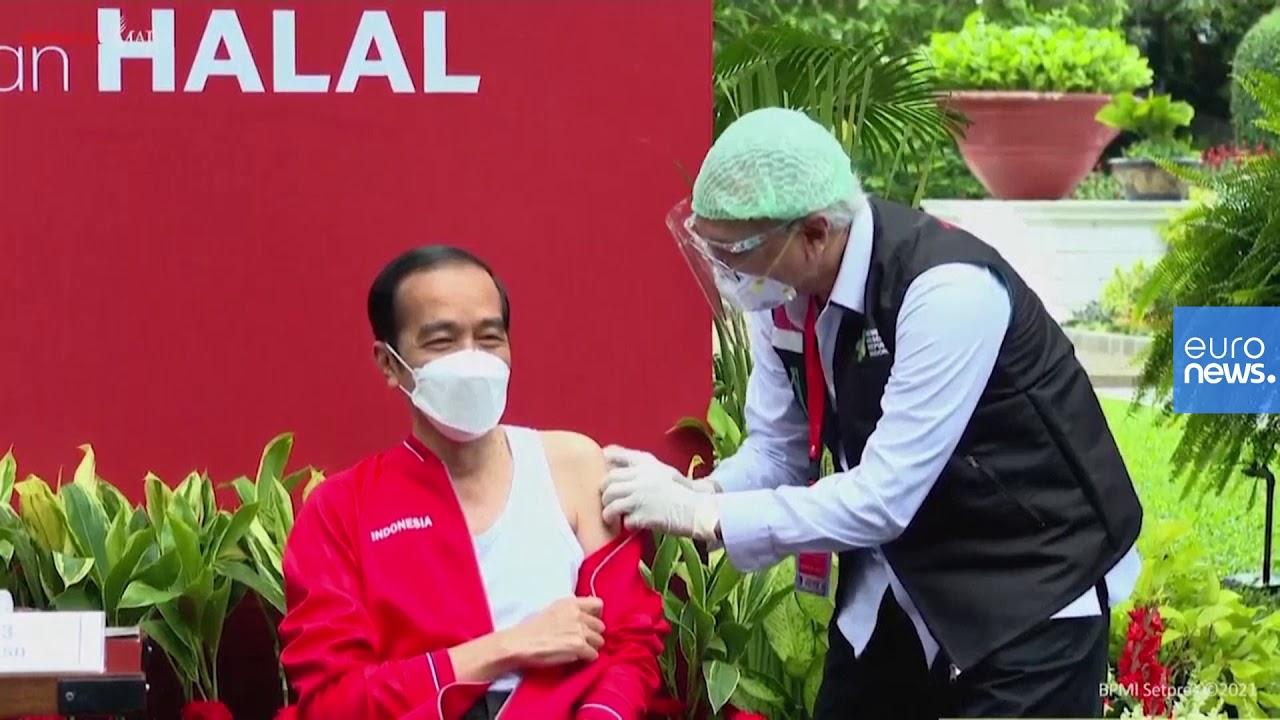 الرئيس الإندونيسي جوكو ويدودو يتلقّى جرعته الثانية من لقاح فيروس كورونا الصيني  - 14:59-2021 / 1 / 27