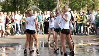 Конкурс мокрые майки Car'n'Girl 2011 ч.2(21 мая, в субботу, в Киеве на внутренней парковке РЦ Блокбастер прошел фестиваль Car'n'Girl, где собрались самые..., 2011-05-25T17:18:12.000Z)