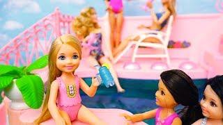 Piscina da Barbie Brinquedos em Português Chelsea Não Sabe Nadar e fica triste -Brinquedonovelinhas thumbnail