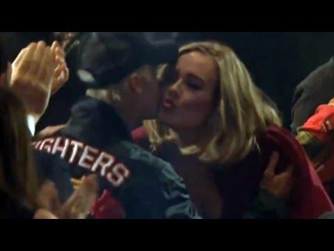 Adele & Justin Bieber Caught Kissing at Brit Awards 2016!!!