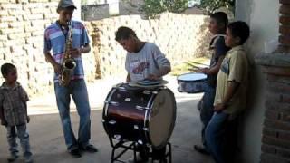 en Santa Barbara, Rodeo Dgo. el tamborazo tocando