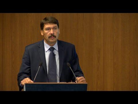 """Áder János előadása """"A klímaváltozás gazdaságra gyakorolt hatásai"""" c. MKIK fórumon"""